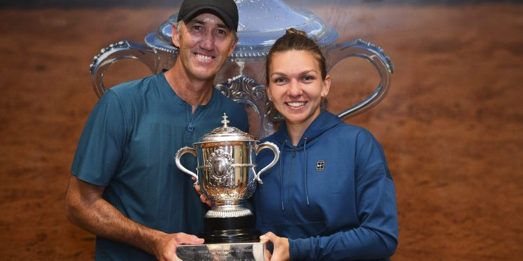 Simona Halep (R) poses with her coach Darren Cahill at Roland Garros cloakroom with her Suzanne Lenglen Cup, Saturday