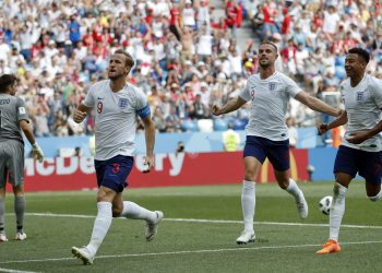 Harry Kane (L) celebrates with his teammates Jordan Henderson (2nd fron R) and Jesse Lingard after he scored his second goal against Panama at the Nizhny Novgorod Stadium, Russia