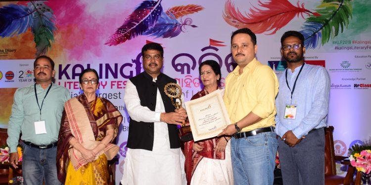 Author Amish Tripathi receiving the Kalinga International Literary Award from Union Minister Dharmendra Pradhan, Friday OP PHOTO