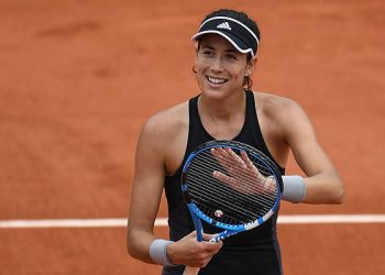 Garbine Muguruza acknowledges the applause after her victory over Maria Sharapova at Roland Garros