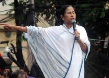 "KOLKATA, JULY 21 (UNI) Trinamool Congress supremo and West Bengal chief minister Mamata Banerjee addressing a rally to mark the "" Martyrs Diwas,"" in Kolkata on Saturday. UNI PHOTO-56U"