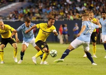 Borussia Dortmund's Mario Gotze (C) in action against Manchester City, Saturday