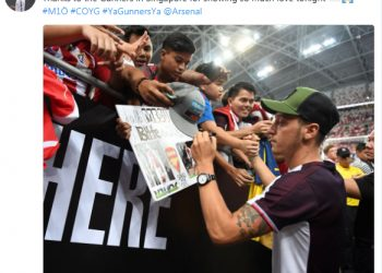 The picture that Mesut Ozil tweeted thanking all the fans in Singapore