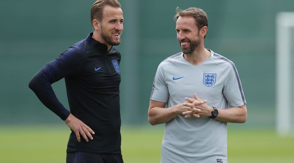 Gareth Southgate (R) and Harry Kane  during England's training session