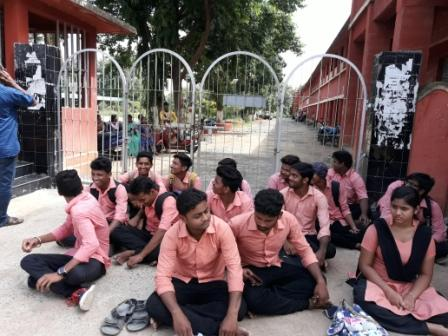 students, Students protest low marks