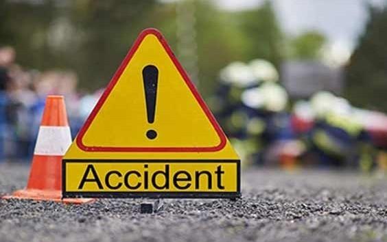 Mishap, 1 injured, another critical in road mishap near Choudwar