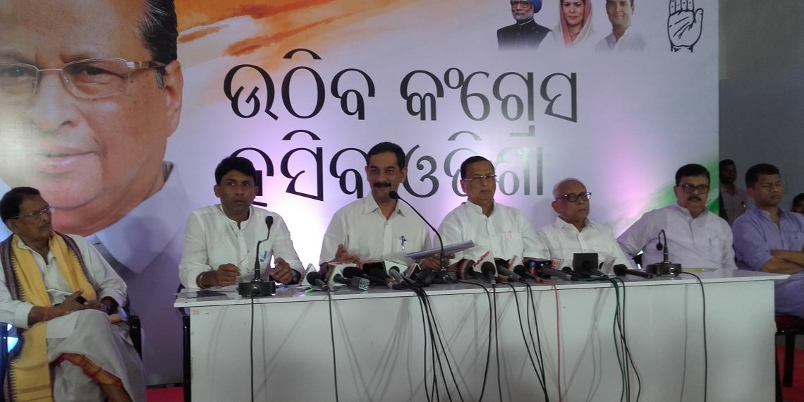 Jitendra Singh (3rd from L) and other Congress leaders in a press meet.