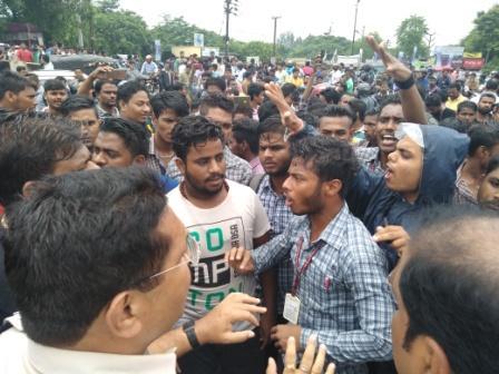Accident, Road blocked as girl dies in mishap