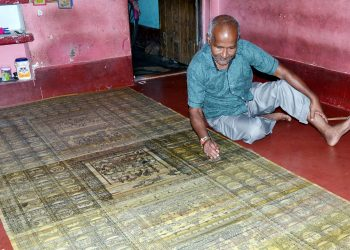 Laxmidhar Subuddhi with his palm leaf painting