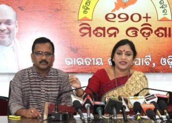 State BJP secretary Lekhasri Samantsinghar (R) addresses the media in Bhubaneswar