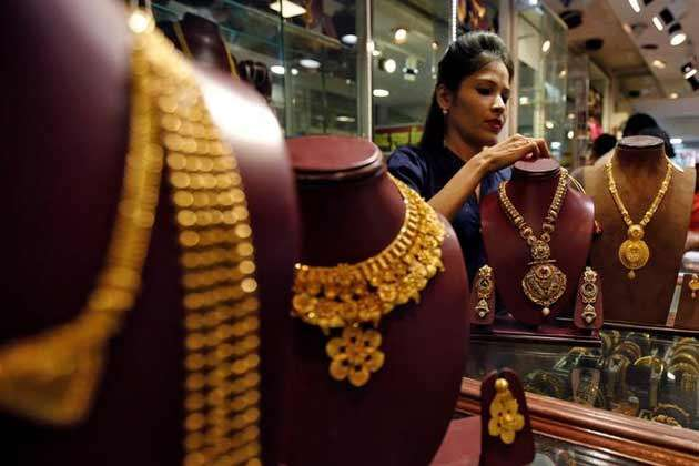 gold, Gold remains up on festive demand, global cues