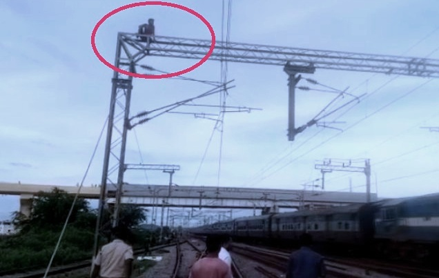Berhampur, Youth climbs electric tower at Berhampur railway station