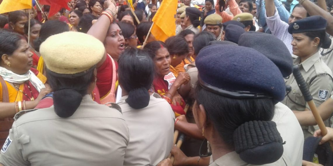 Clash, Anganwadi workers clash with cops on M G Marg