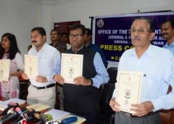 Accountant General Bibhudutta Basantia (2nd from R) releasing the annual report in Bhubaneswar, Thursday