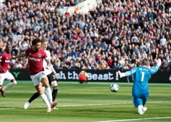 West Ham United's Felipe Anderson scores his team's first goal against Manchester United at London, Saturday