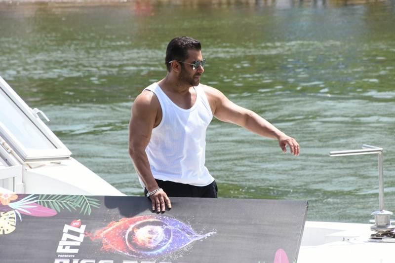 Bigg Boss, Shah Rukh was original choice for 'Bigg Boss': Salman