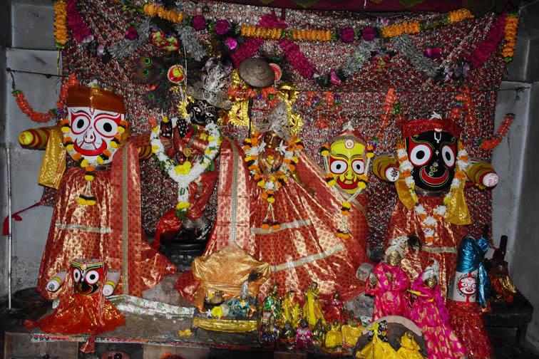 Idols of Gopal Jew temple