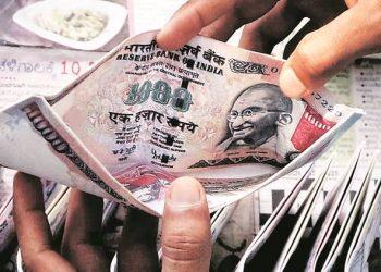 500 and 1000 rupee notes printed as Chinese novelty wallets priced at Rs 20 - 30 at Crawford Market, Mumbai. Express photo by Ganesh Shirsekar, 20th November, 2016, Mumbai.