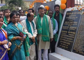 Cuttack MP Bhartruhari Mahtab and Choudwar-Cuttack MLA Pravat Ranjan Biswal among others during the inauguration of Saheed Park in Cuttack, Wednesday