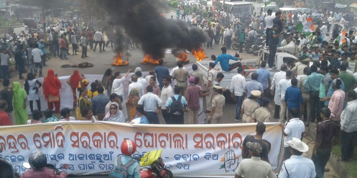 Protest, Congress protest fuel price hike, block NH