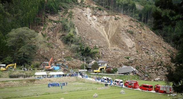 Landslide, Landslides leave dozens missing after quake hits Japan