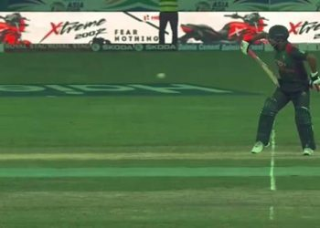 Tamim Iqbal batted with one hand against Sri Lanka in the Asia Cup
