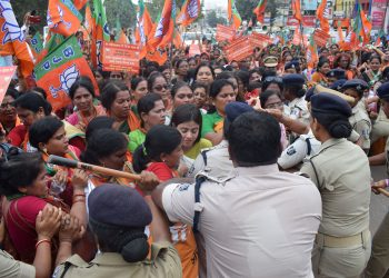 Police personnel stop BJP women members from proceeding to Naveen Niwas