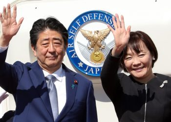 Japanese Prime Minister Shinzo Abe arrived in Beijing on Thursday afternoon for an official visit at the invitation of Chinese Premier Li Keqiang.