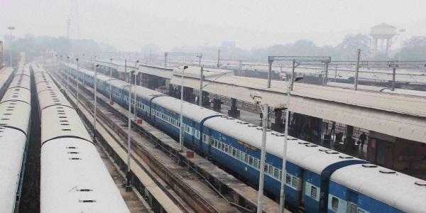 , Train kills 3 in Delhi