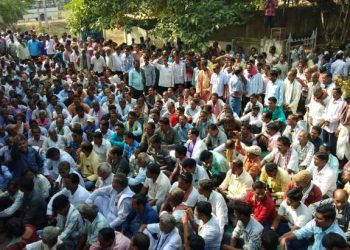 Farmers picket Bargarh collectorate