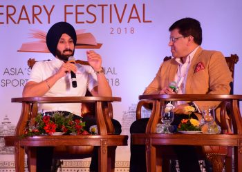 Sardar Singh interacts with moderator Arup Ghosh at ESLF, Saturday