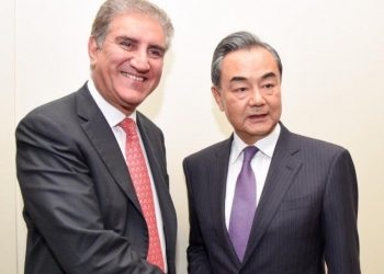 Chinese Foreign Minister, Wang Yi and his Pakistani counterpart Shah Mehmood Qureshi(L)
