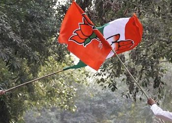 Supporters of BJP and Congress get into flag fight as the party candidates were filing their nomination papers at DC office Geeta Colony on November 13, 2013 in New Delhi, India. (AFP/Getty Images)
