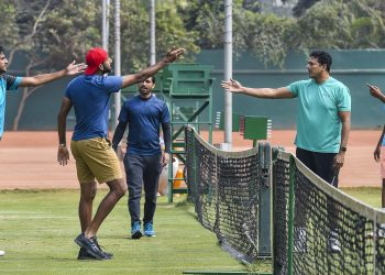 Mahesh Bhupathi (2nd right) has an animated discussion with the players during the team's training session in Kolkata