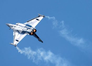 A Dassault Rafale fighter takes part in flying display during the 52nd Paris Air Show at Le Bourget Airport near Paris, France June 25, 2017. (REUTERS)