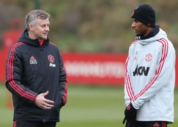 Manchester United interim manager Ole Gunnar Solskjaer (L) speaks with Marcus Rashford during their training session