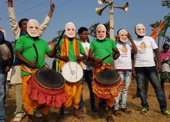 People decked up in colorful attire and Narendra Modi masks to welcome the PM in Bolangir, Tuesday