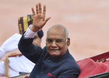 New Delhi: President Ram Nath Kovind waves as he leaves in a regal buggy after inspecting a guard of honour in the forecourt of the Rashtrapati Bhavan in New Delhi (PTI)