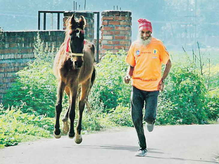 , 66-year-old races 31km daily with a horse
