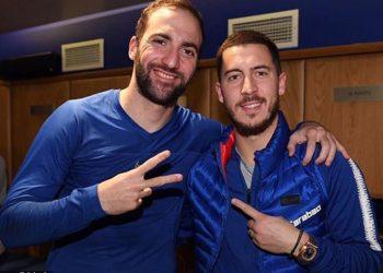 Gonzalo Higuain (L) and Eden Hazard scored two goals each for Chelsea