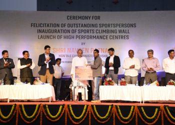 Para athlete Pramod Bhagat receives his cash prize from Chief Minister Naveen Patnaik in Bhubaneswar, Monday