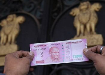 Rupee falls 41 paise to 69.20 vs USD in early trade