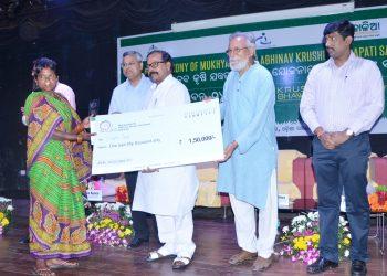 Abhinav Krishi Yantrapati Samman