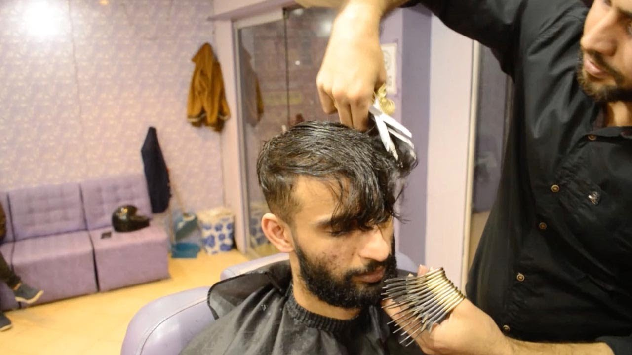 Pakistani Barber Uses 27 Pairs Of Scissors To Cut Hair Watch Video