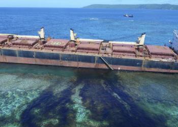 The Solomon Trader ship leaking oil