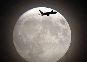 The 'supermoon' in west London.  (AFP)