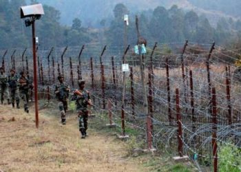 The firing was intense in the Krishna Ghati sector, where the Pakistani troops resorted to mortar shelling and firing by small arms from around 04.30 AM.
