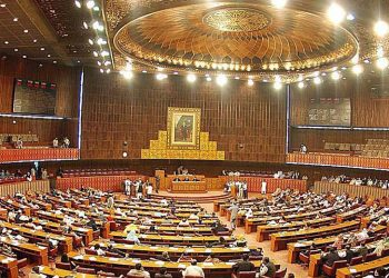 Pakistani army chief General Qamar Javed Bajwa will brief the parliamentarians on the situation. (Image: Dawn)