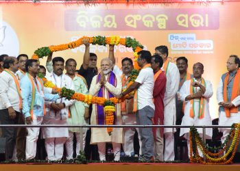 Prime Minister Narendra Modi being offered a garland at Bhubaneswar