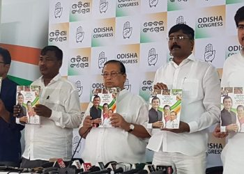 OPCC leaders unveiling the Congress manifesto at the party office in Bhubaneswar, Sunday